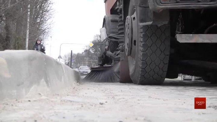Львів закупить чотири машини-порохотяги для прибирання міста від піску