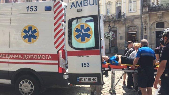Під час патрулювання у центрі Львова поліцейська впала з велосипеда та травмувалася