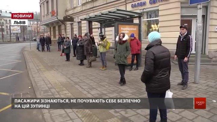 Після ДТП біля ТРЦ Forum у Львові обговорюють ідею встановлення на зупинках бетонних стовпців