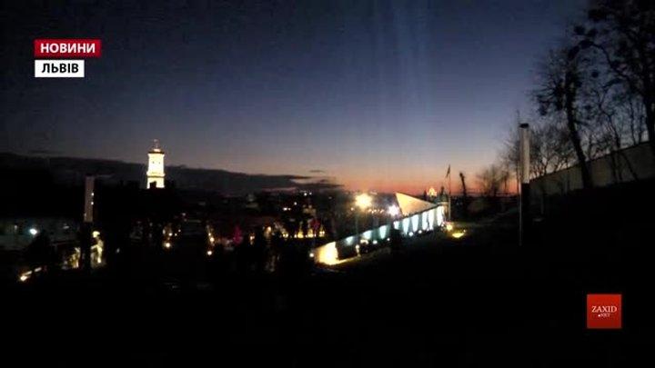 У Львові в пам'ять про Небесну сотню у небо запустили світлові промені