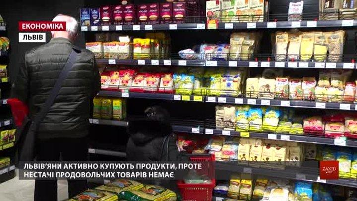 Попри масові закупівлі у львівських супермаркетах нема браку продуктів