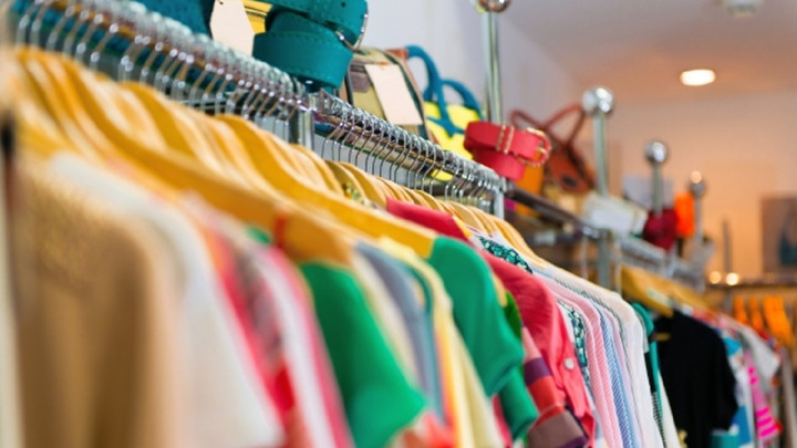 У Львові відкривають частину магазинів з одягом і взуттям